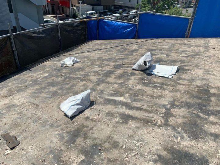 既存屋根材撤去後の屋根掃除