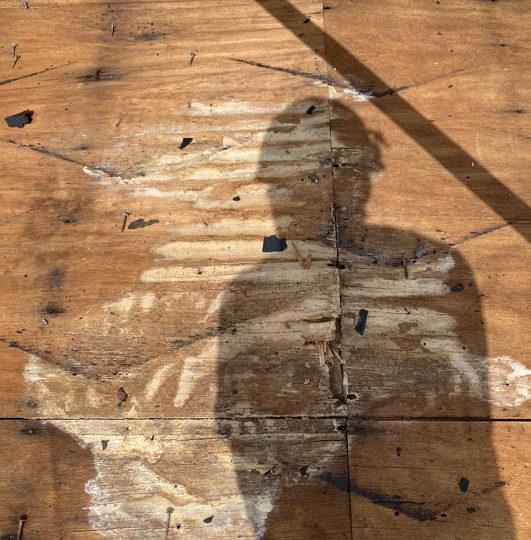 朽ちた屋根下地