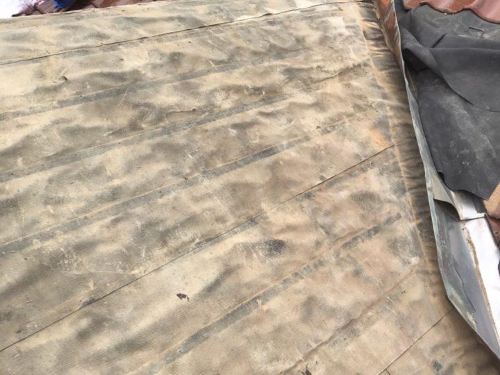 既存瓦撤去及び屋根掃除