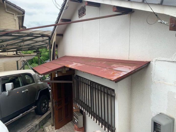 施工前玄関板金屋根