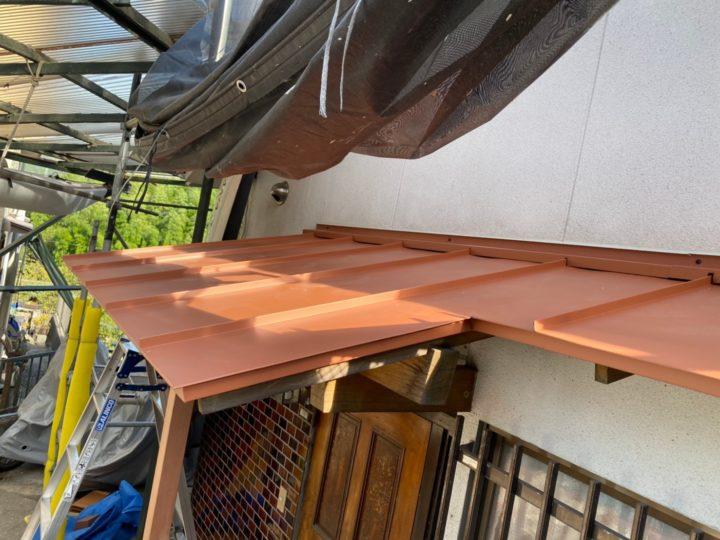 施工後玄関板金屋根①