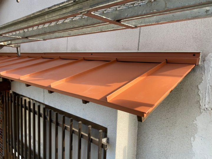 施工後玄関板金屋根②