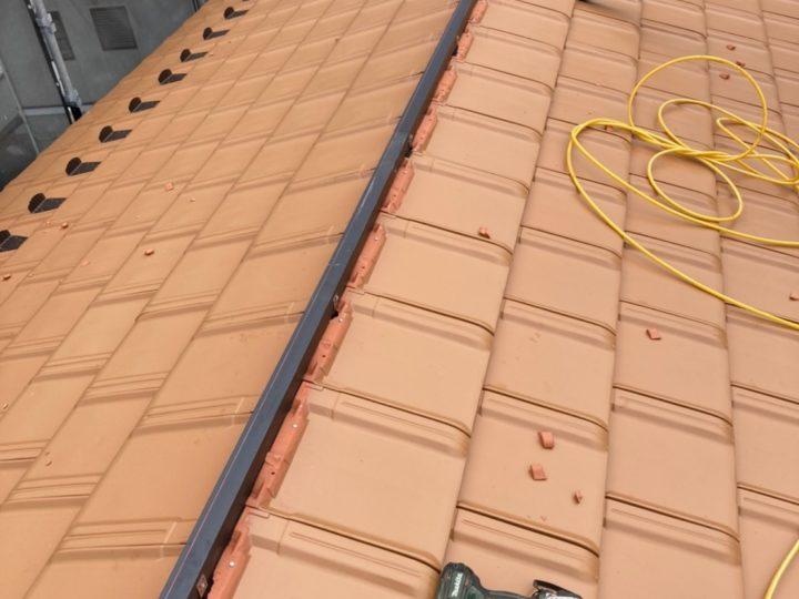 瓦葺き・棟用樹脂垂木取付け